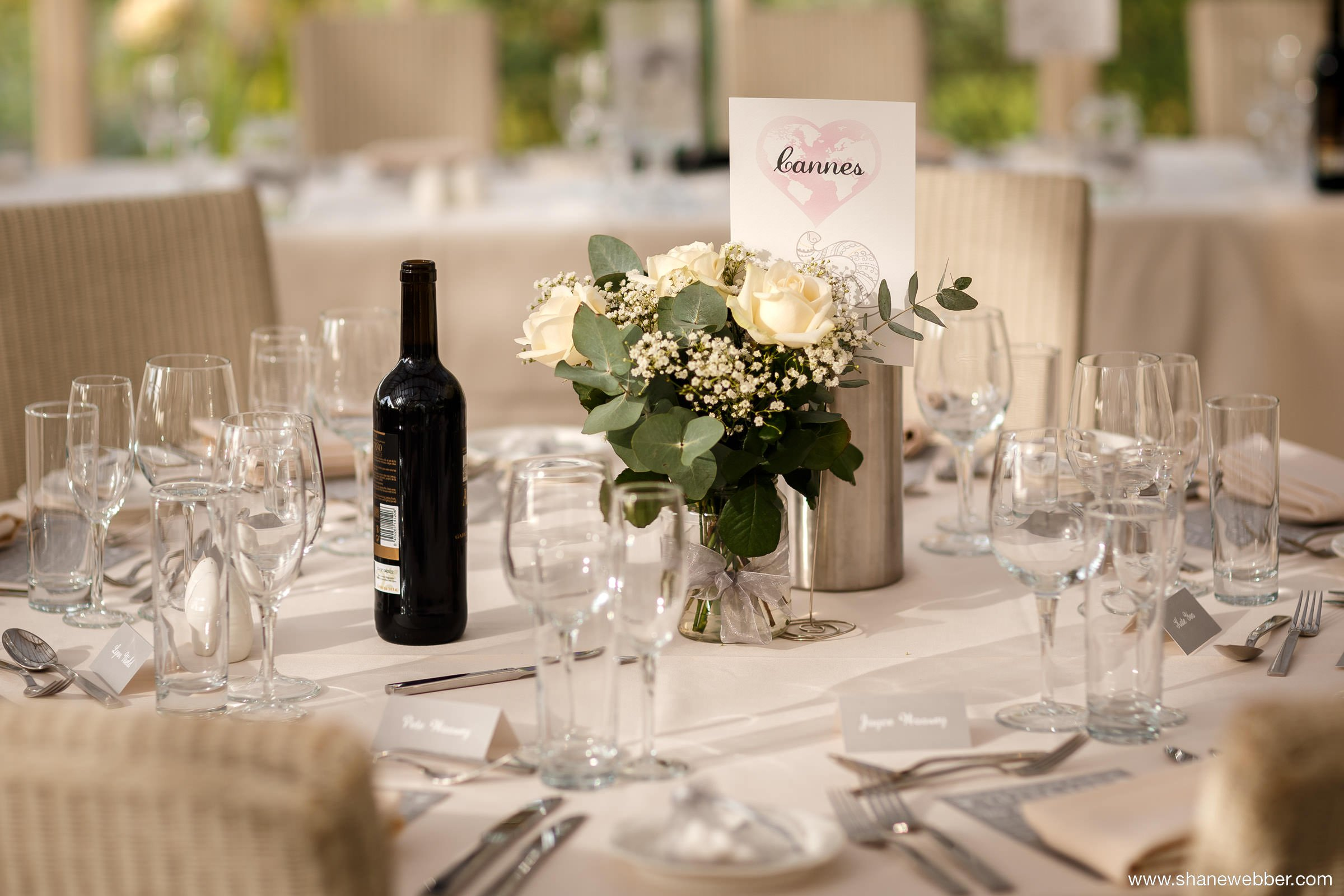 Simple and sophisticated table decorations